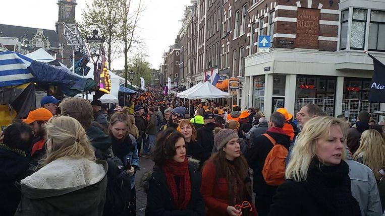 Op de Prinsengracht kun je over de hoofden lopen Beeld Pim Brasser