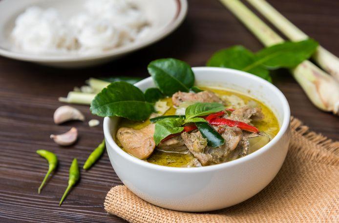 Thaise groene curry met kippendijen