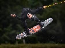 Het begon op een kinderfeestje, drie jaar later is Max van Empel (14) Nederlands kampioen wakeboarden