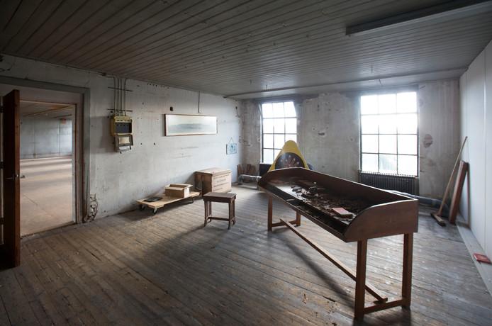 De voormalige Ritmeester fabriek aan de Kerkewijk staat al jaren leeg en wordt tegenwoordig vooral gebruikt voor opslag.
