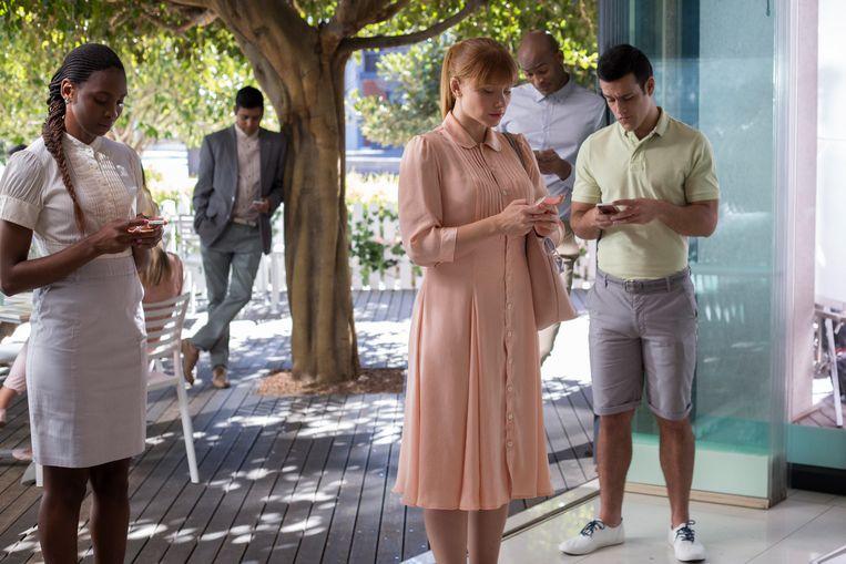 Iedereen aan de smartphone in Black Mirror. 'Deze reeks verdient een groter publiek.' Beeld David Dettmann/Netflix