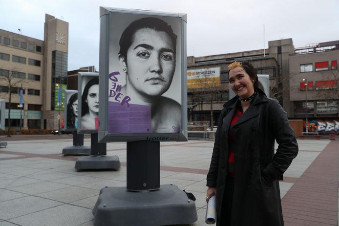 Eindhovens Dagblad De reizende tentoonstelling 'Open over depressiviteit' is tot eind december op het Stadhuisplein in Eindhoven te zien.
