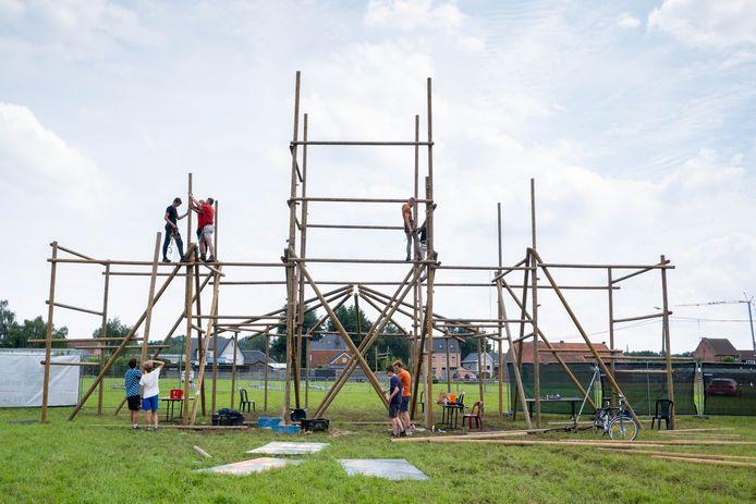 SINT-KATELIJNE-WAVER Opbouw van de Openlucht TD Zomerbar aan de Grensstraat