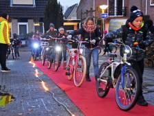 Leerlingen basisschool Kloosterzande zijn net filmsterren met hun verlichte fiets