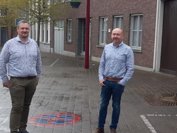Benedikt Van Staen en Johan De Poorter (N-VA) op de Markt van Meulebeke.