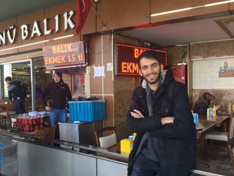 Dordtenaar Deniz mag Turkije niet uit en zoekt daarom maar een baantje
