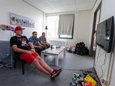 SP en FNV lijnrecht tegenover politie na bezoek 'Polenhotel' Boskoop