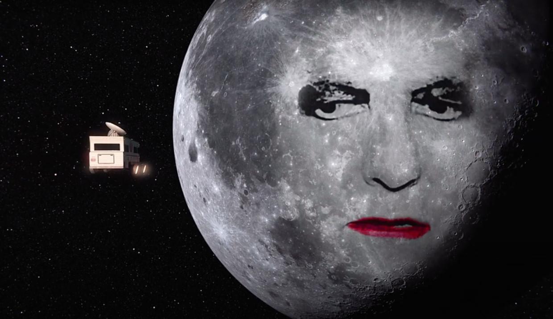 Robert Smith in de clip van 'Strange Timez' Beeld YouTube