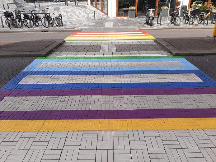 Eerste regenboogzebrapad in Nieuwegein.