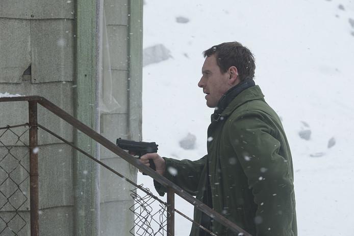 Wanneer Harry Hole, hoofddetective van een gespecialiseerde misdaadeenheid, de vermissing van een vrouw tijdens de eerste sneeuwval van de winter onderzoekt, vreest hij dat een ongrijpbare seriemoordenaar weer actief is.
