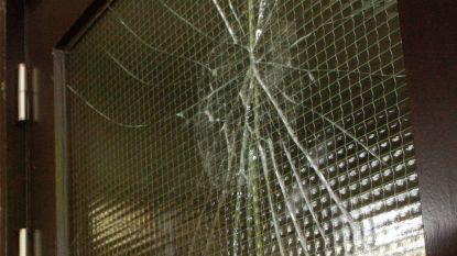 Inbrekers proberen raam in te slaan