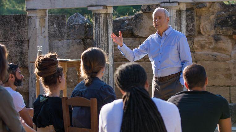 Michael Sandel, filosoof en hoogleraar, tijdens de opnames van de eerdere Human-serie, die vorig jaar in Griekenland werd gefilmd. Beeld Roma Santoro