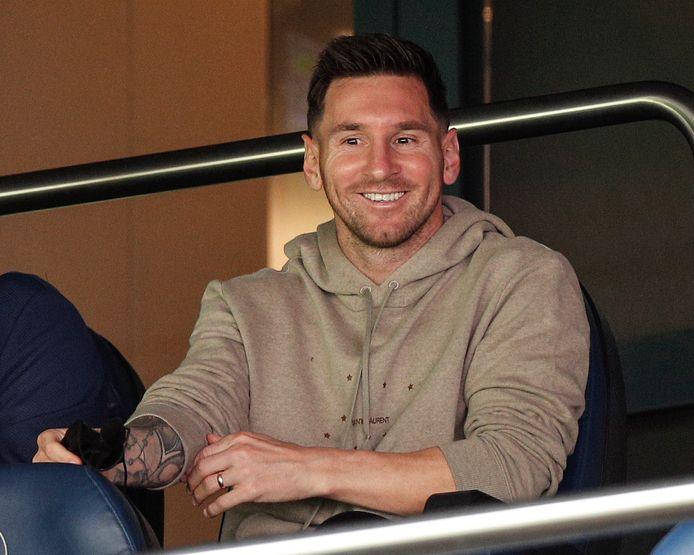 Messi keek toe vanuit de loges.