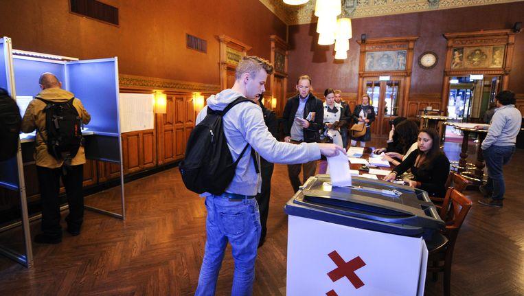 Het stembureau op Amsterdam Centraal tijdens de verkiezingen in 2012. Beeld anp