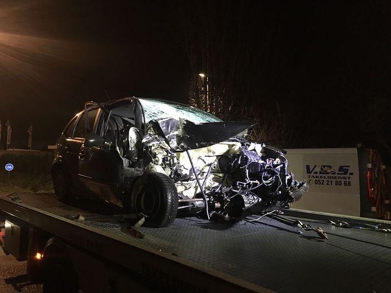 De Citroën raakte zwaar beschadigd, maar de bestuurder kon nog vluchten.
