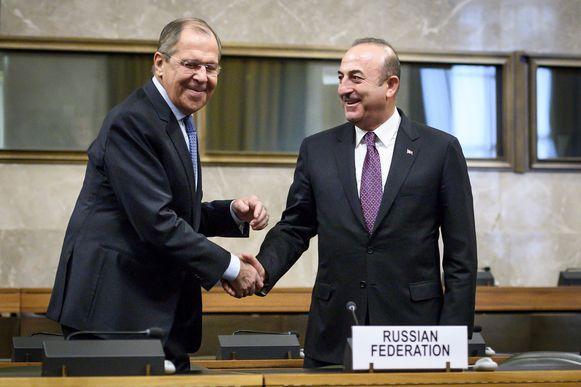 Archiefbeeld - De Russische minister van Buitenlandse Zaken Sergei Lavrov (l.) en zijn Turkse ambtgenoot Mevlut Cavusoglu.