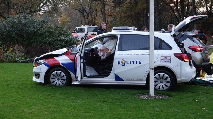 Bij het ongeluk was een politieauto betrokken.
