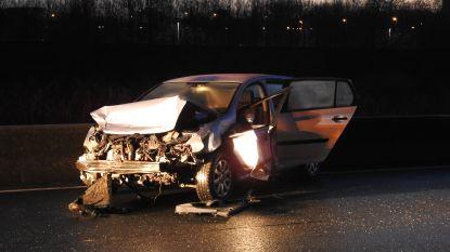 Bestuurders moeten spookrijden op versperde R4 na ongeval