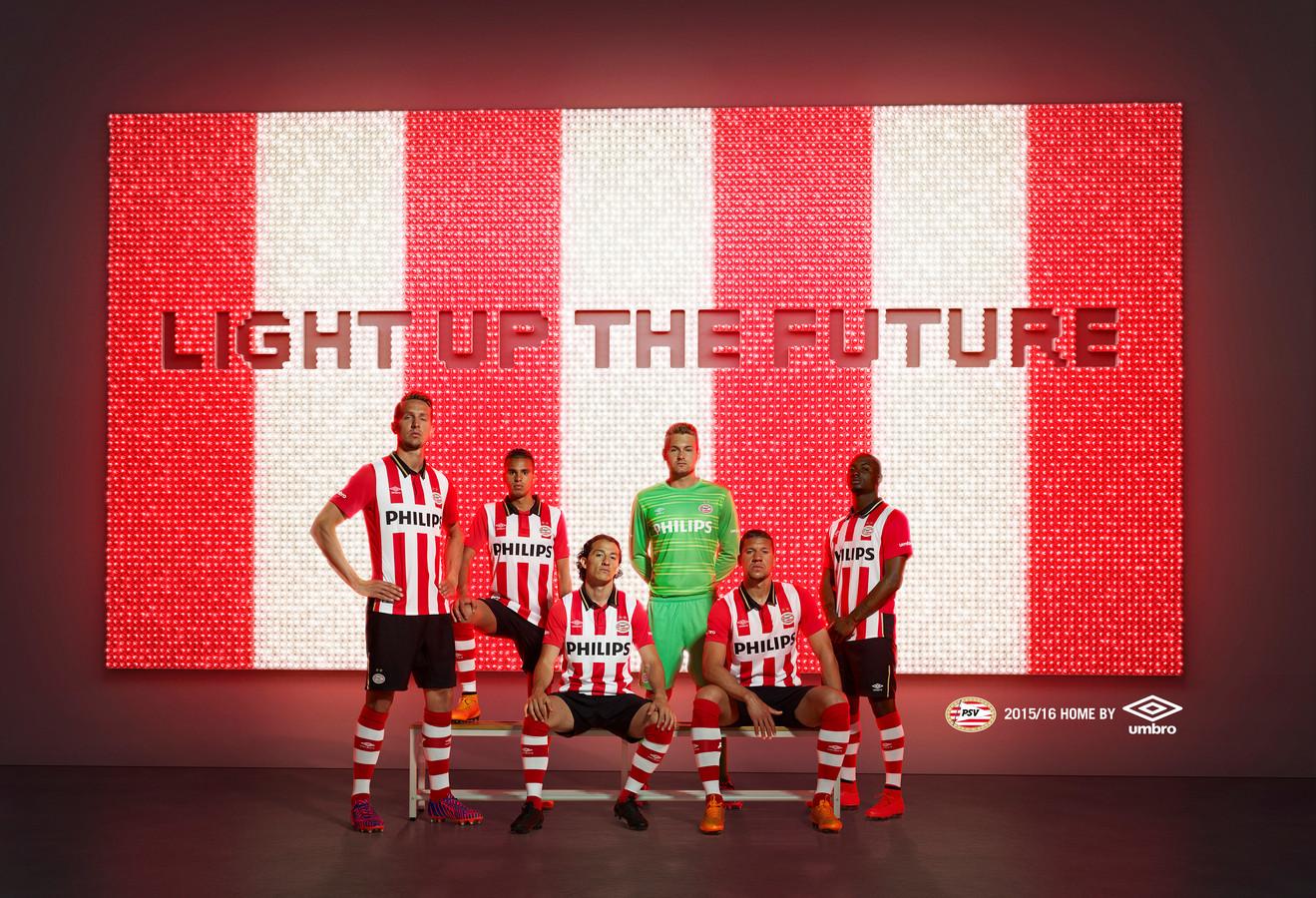 Umbro nam in 2015 het stokje over van Nike als kledingsponsor van PSV. Nu is Puma in de race om het nieuwe contract met PSV te sluiten, maar er zijn nog meerdere partijen kanshebber.