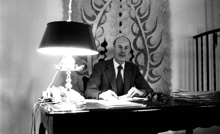 Toenmalig president van Frankrijk Valéry Giscard d'Estaing in zijn bureau, in 1978. Beeld Photo News