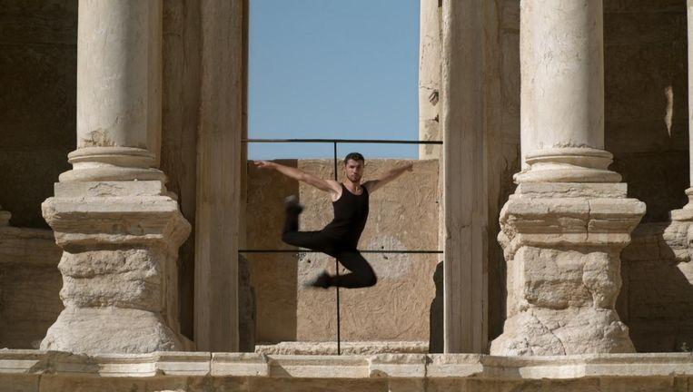 In documentaire Dance Or Die wordt de Syrische danser Ahmad Joudeh gevolgd, die nu bij Het Nationale Ballet in Amsterdam danst. Beeld Dance Or Die