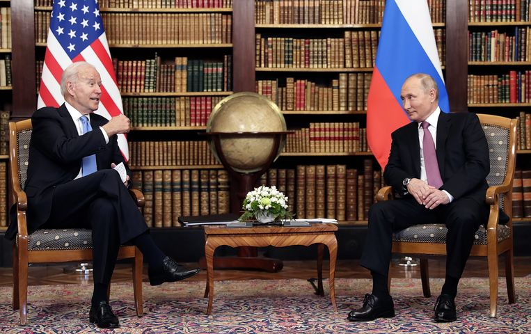 Naderhand vielen er weinig onvertogen woorden over elkaars persoonlijkheid te beluisteren, een verschil met de ruzieachtige sfeer waarin Biden zijn Russische ambtsgenoot afgelopen maart nog een 'moordenaar' had genoemd. Beeld EPA