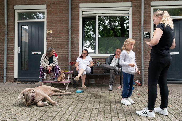 In de Hofstad wonen zo'n 1100 mensen, verdeeld over 670 huishoudens. BrabantWonen gaat 234 huizen renoveren. De hoop is dat ook het 'leefklimaat' wat opknapt.