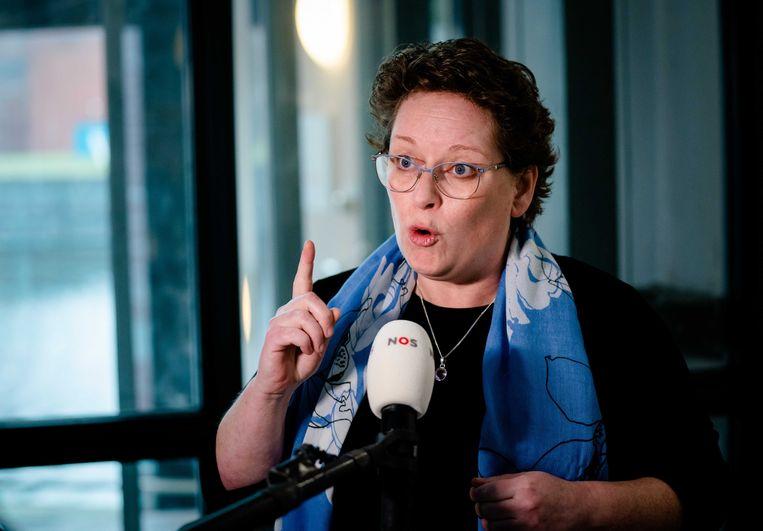 PvdA-voorzitter Nelleke Vedelaar reageert donderdag op het partijkantoor op het vertrek van Lodewijk Asscher als lijsttrekker van de partij.  Beeld ANP
