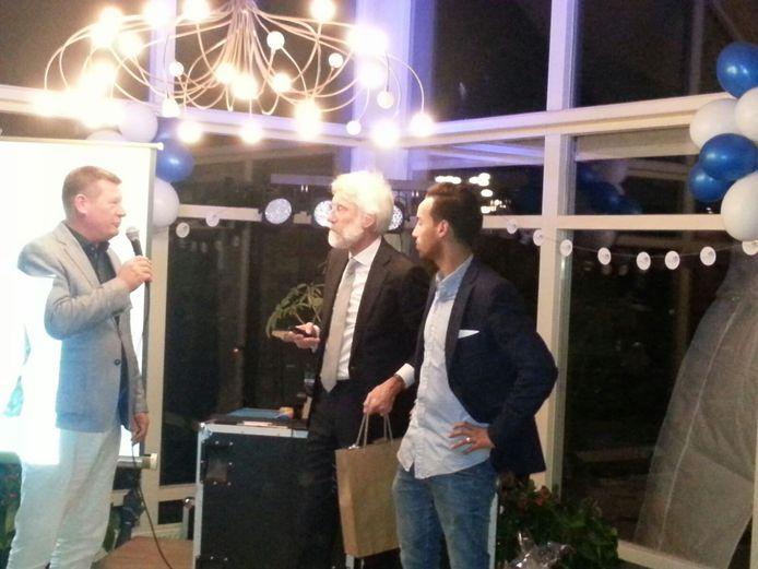 Sivan Kornmann (rechts) op de benefiet voor de Edwin van der Sar Foundation. Naast hem neurochirurg Erik Scherder, links Paul Hardeman.
