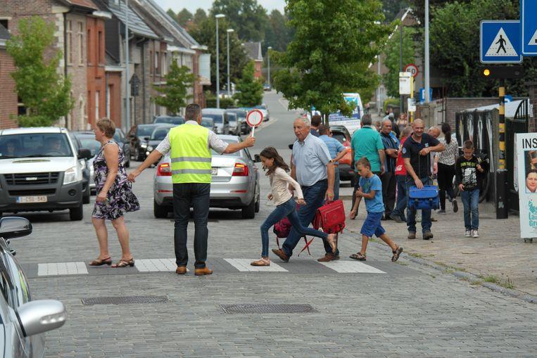 Directeur Jo Dedeurwaerder hoopt dat er meer politietoezicht komt aan de schoolpoort.