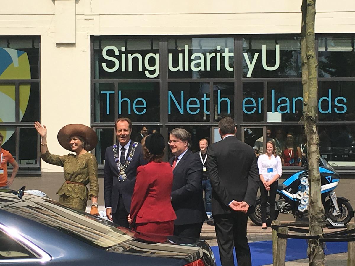 Koningin Máxima komt aan bij Singularity University op Strijp-S.