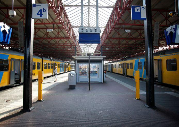 Over de spoorlijnen van de welvaart denderen in onze stad nog steeds onveranderd de treinen van de ongelijkheid voort.