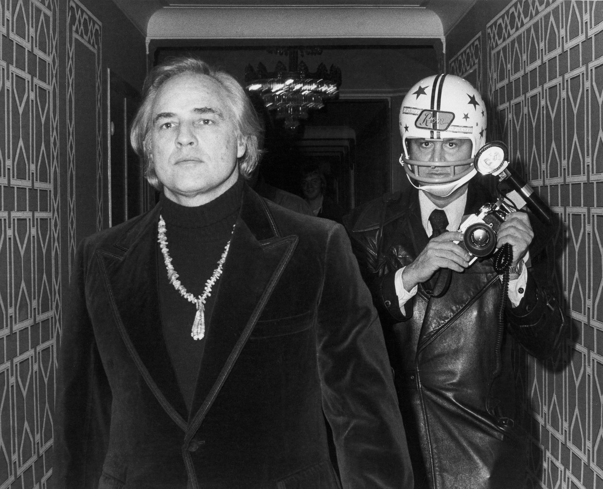 Marlon Brando and Ron Galella.  Beeld Ron Galella, Ltd.
