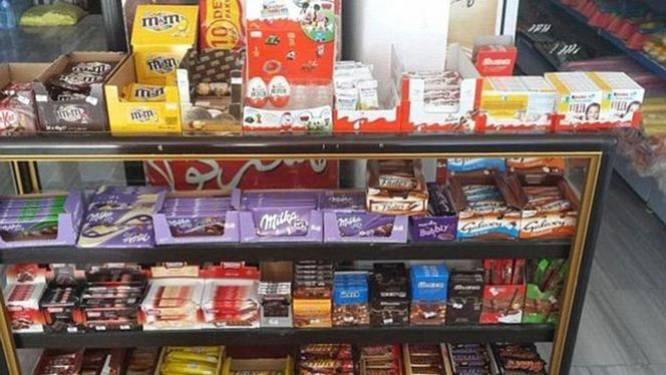 """""""IS verkoopt M&M's en Nivea-douchegel in winkelcentrum"""""""