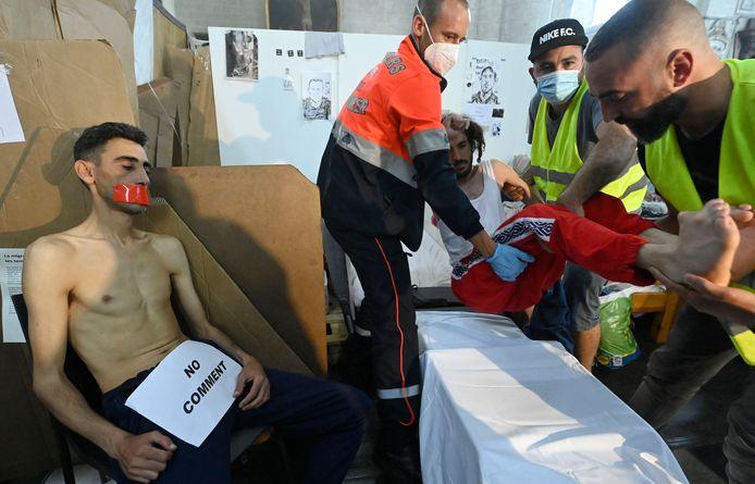 Quelque 500 sans-papiers sont en grève de la faim depuis le 23 mai dernier pour réclamer leur régularisation par l'État belge.