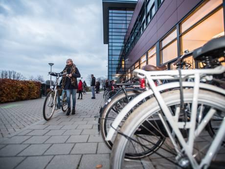 Ouders verontwaardigt over coronabeleid Over Betuwe College in Bemmel, school treft nu toch extra maatregelen