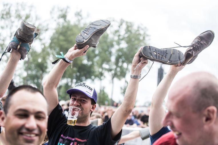 Dát bedoelt Het Zesde Metaal dus met 'Dag zonder schoenen'! Beeld Bas Bogaerts
