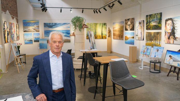 Hilaire Smet in zijn gloednieuwe galerij. Die bouwde hij eigenhandig in het magazijn van zijn voormalig aannemersbedrijf.