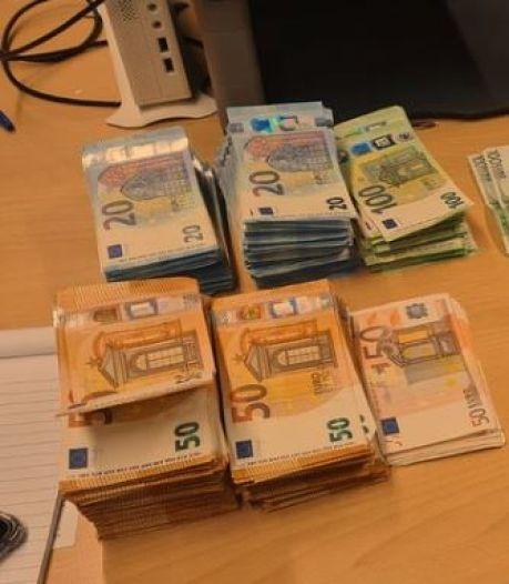 Naar hennep stinkende Belg aangehouden die 51.984 euro cash bij zich heeft op A12 bij Zevenaar