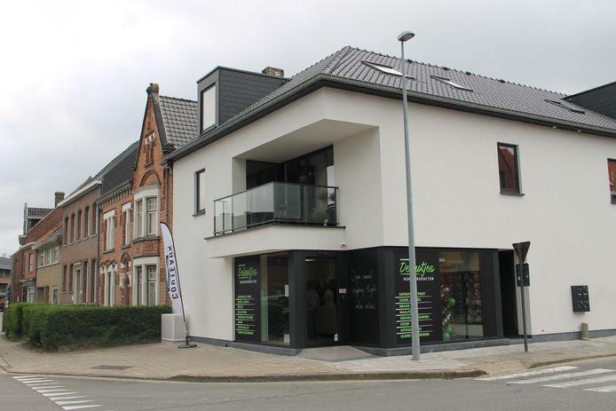De nieuwe automatenshop van de familie Delmotte uit Meulebeke heeft in Ardooie de deuren geopend.