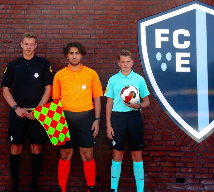 De drie jonge arbiters, met vanaf links Daan Bijlsma, Onur Berk Tastan en Kay Meijer.