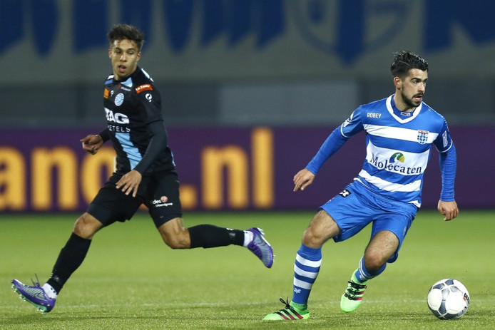Dario Tanda (r) krijgt nieuwe kans bij Go Ahead Eagles
