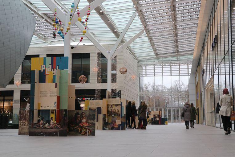 'Play' in shopping center Docks Bruxsel.