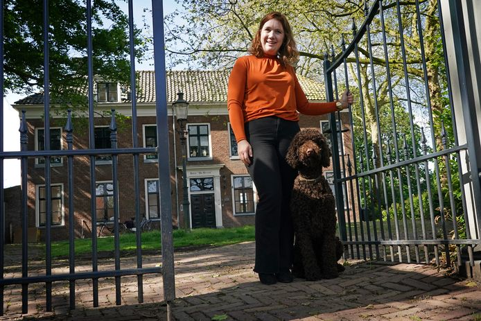 Locatiemanager Marie-Jeanne Wijnbeek-Simons voor Huize de Brink, een opvangplek voor vrouwen die even een steuntje in de rug nodig hebben.