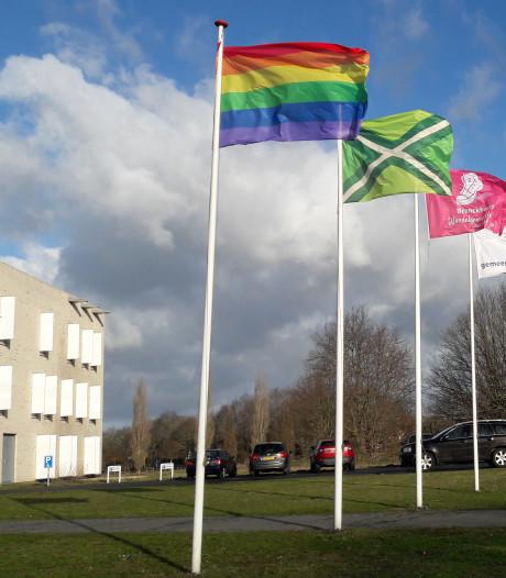 Regenboogvlag wappert niet overal: 'Het zijn vooral de kerken die zich nu moeten laten horen'