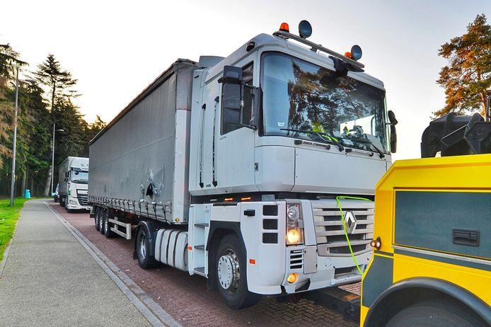 Een op de foto afgevoerde truck vol gestolen Philips-apparatuur wilde in mei  niet stoppen voor politie en ramde hen. De chauffeur sprong er later uit en werd na waarschuwingsschoten opgepakt. Maar hij lag achterin te slapen, beweert hij in de rechtbank