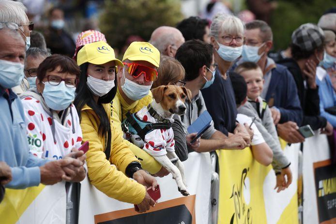 Ook eerder deze Tour waren er al de nodige supporters met een mondkapje te zien.