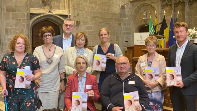 """Boek over 20 jaar toegankelijk toerisme in Vlaanderen voorgesteld in Gents stadhuis: """"Het draait om meer dan enkel rolstoeltoegankelijkheid"""""""