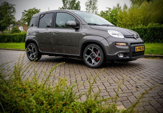Helaas koppelt de Fiat Panda Sport geen pittige prestaties aan zijn sportieve uiterlijk.