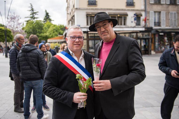 Burgemeester Laurent Russier (l) bij de 1 mei viering. Beeld Steven Wassenaar